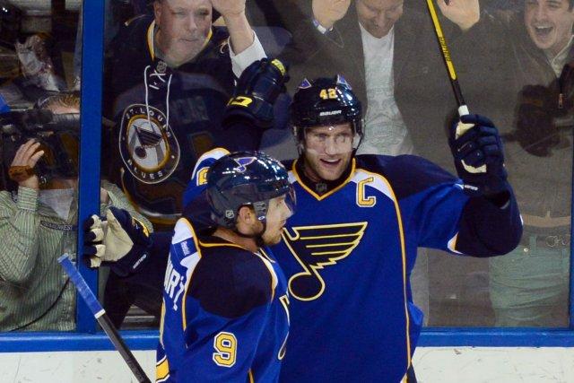 David Backes des Blues (à droite) a marqué... (PHOTO Jasen Vinlove, USA Today Sports)