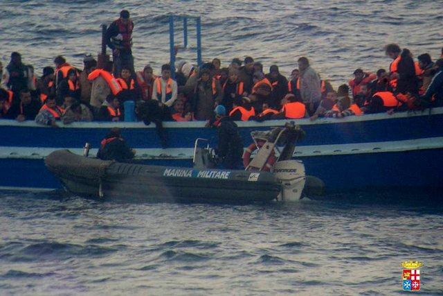 Des milliers de migrants continuent d'arriver sur les... (Photo archives Reuters)