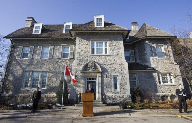 Le premier ministre Stephen Harper devant le 24... (Photo Jonathan Hayward, La Presse Canadienne)