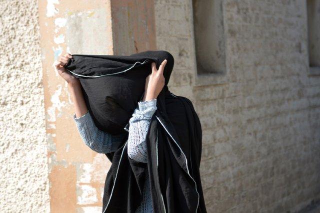 Khadija Shah s'est caché le visage à sa... (Photo: AFP)