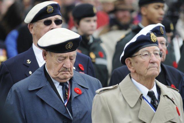 Des vétérans canadiens... (Photo GARY NYLANDER, Archives PC)