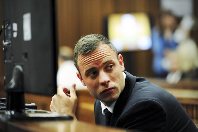 Oscar Pistorius plaide non coupable du meurtre de Reeva... (PHOTO LEON SADIKI, REUTERS)
