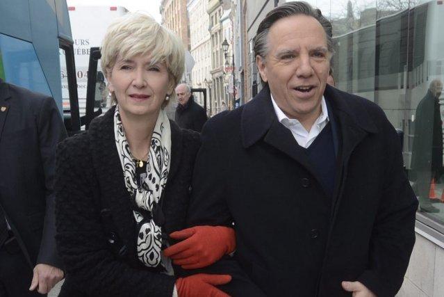 François Legault et son épouseIsabelle Brais.... (Photo La Presse Canadienne)