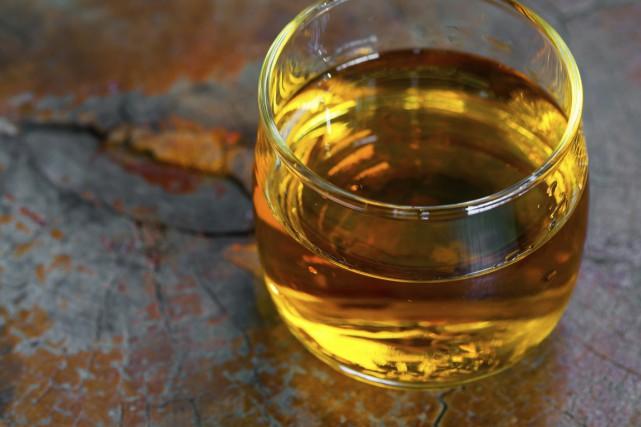 Environ 10900 personnes travaillent dans les distilleries et... (Photo Digital/Thinkstock)
