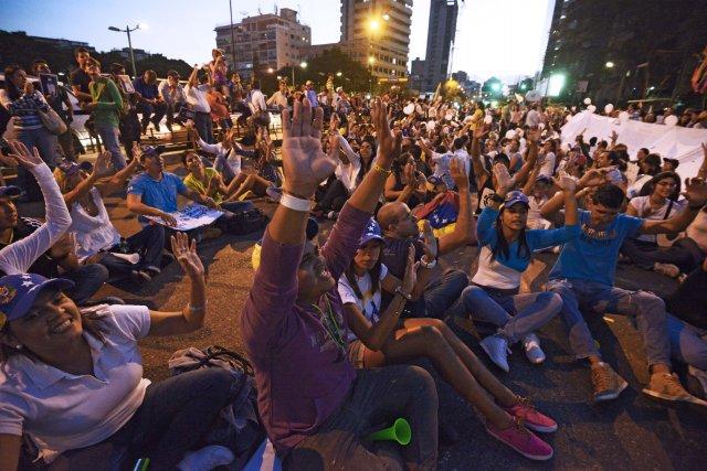 Un rassemblement d'étudiants vénézueliens manifestant contre le gouvernement... (Photo JUAN BARRETO, AFP)