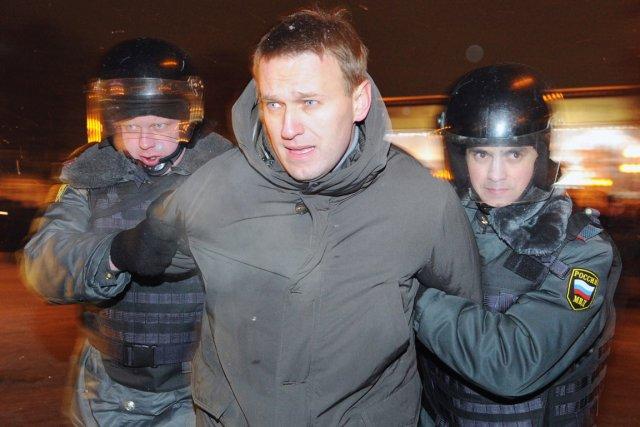 L'opposant Alexei Navalny est arrêté, lors d'une manifestation... (PHOTO ALEXANDER NEMENOV, ARCHIVES AFP)