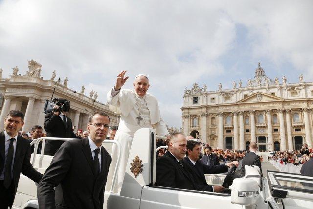 Sans opérer de véritable révolution, François, premier pape... (PHOTO STEFANO RELLANDINI, REUTERS)