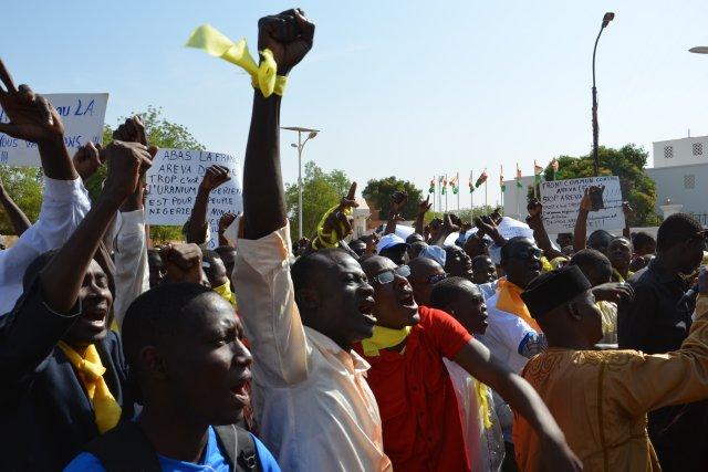 «À bas le gouvernement», «À bas les députés»,... (Photo BOUREIMA HAMA, Archives AFP)