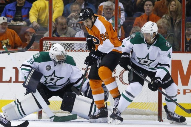 Wayne Simmonds a marqué deux buts pour aider les Flyers de Philadelphie à... (Photo Ap)