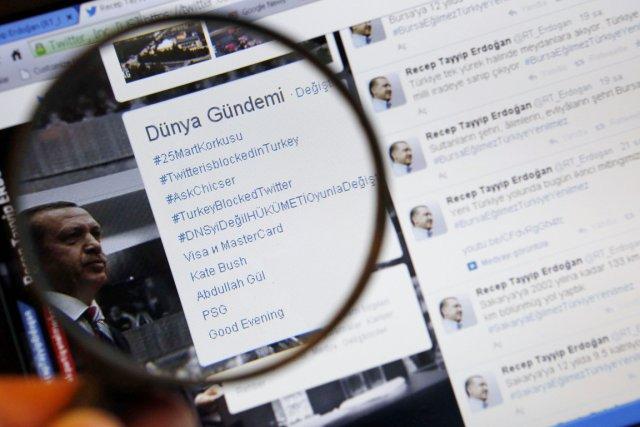 «Nous allons supprimer Twitter. Je me moque de... (PHOTO MURAD SEZER, REUTERS)