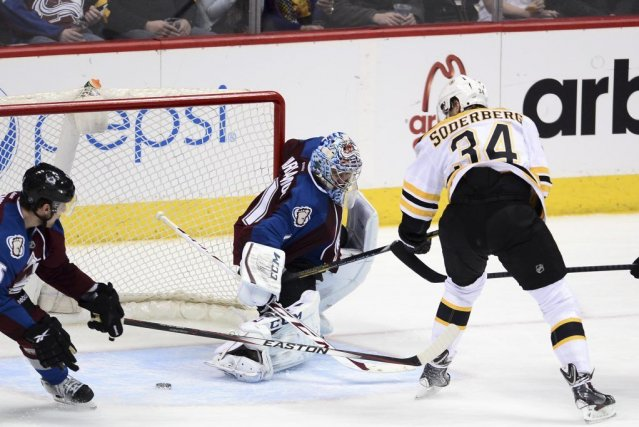 Patrice Bergeron et Carl Soderberg ont fait bouger les cordages, Chad Johnson a... (Photo USA Today Sports)