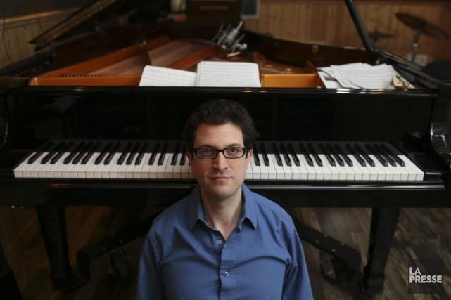 Dans son studio-maison de Saint-Henri, sur son Fandrich... (PHOTO MARTIN CHAMBERLAND, LA PRESSE)