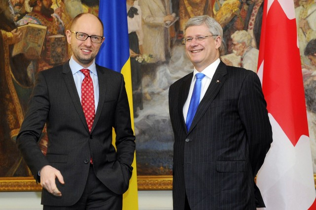Stephen Harper a rencontré le premier ministre ukrainien,... (Photo Archives AFP)