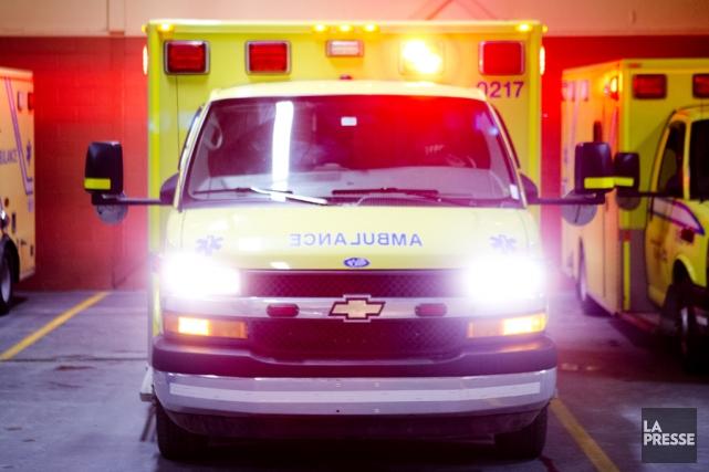 Une fillette âgée entre 8 et 10 ans a été happée par une voiture sur la rue... (PHOTO MARCO CAMPANOZZI, ARCHIVES LA PRESSE)