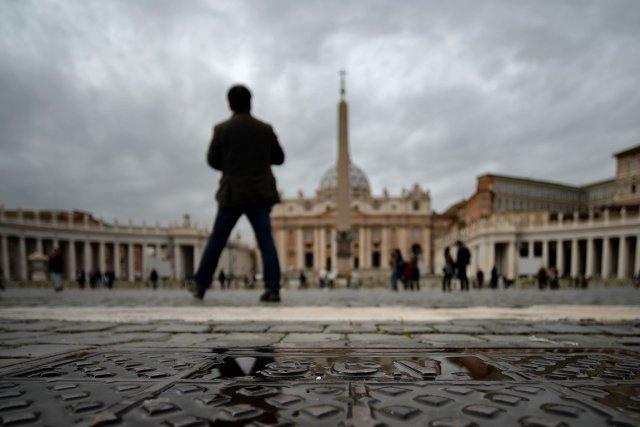 Deux anciens hauts responsables de la banque du Vatican seront jugés pour... (PHOTO FILIPPO MONTEFORTE, AFP)