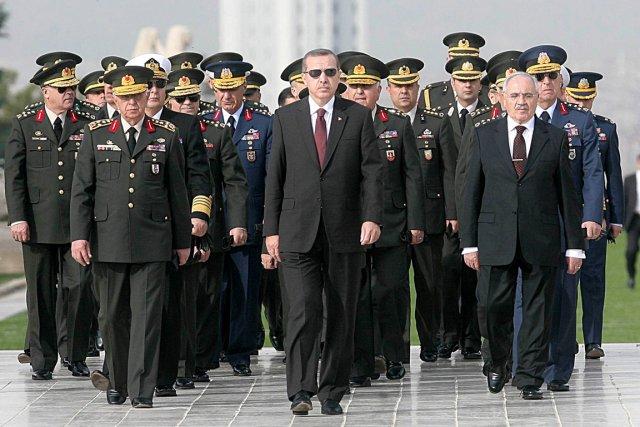 Le premier ministre turc Recep Tayyip Erdogan (à... (PHOTO ADEM ALTAN, ARCHIVES AFP)