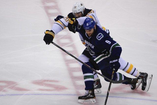 Zack Kassian a récolté quatre aides et les Canucks de Vancouver sont venus de... (Photo: Reuters)