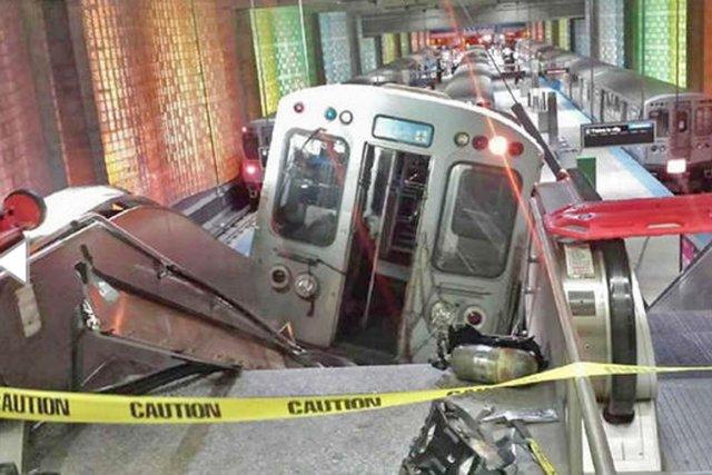 Le déraillement s'est produit vers 2 h 50.... (PHOTO NBCCHICAGO.COM)