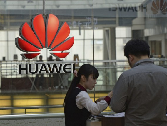 Le PDG de la branche grand public du groupe chinois de télécoms Huawei, Richard... (PHOTO MARK RALSTON, AFP)