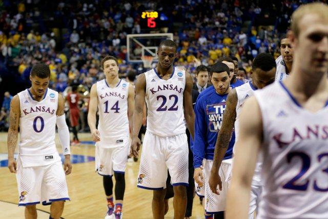 L'équipe de Kansas, dont fait partie le Canadien... (Photo Charlie Riedel, AP)