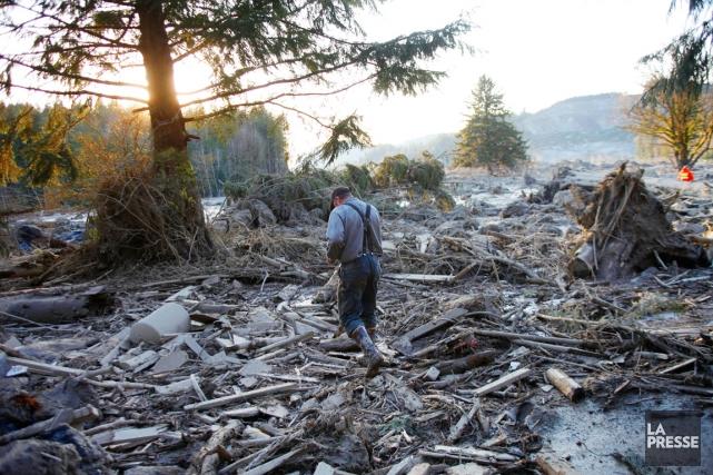 Sur le terrain, les recherches étaient extrêmement délicates... (PHOTO GENNA MARTIN, AP/THE HERALD)