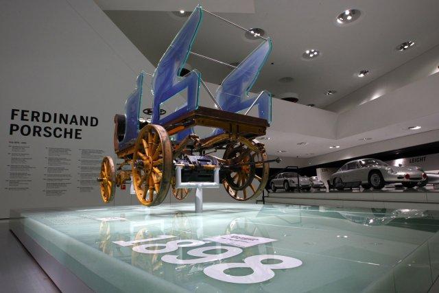 L'ingénieur autodidacte Ferdinand Porsche est l'inventeur, en 1898,... (Photo Michaela Rehle, Reuters)