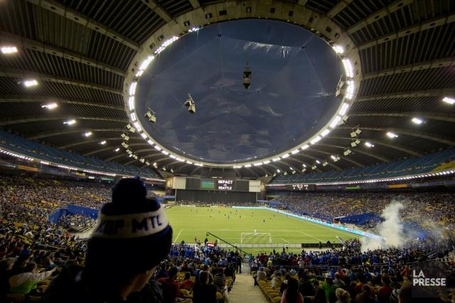 Les Montréalais s'emportent lorsqu'on leur parle du Stade... (Photo Robert Skinner, La Presse)