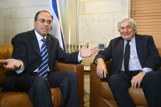 Silvan Shalom, à gauche, lors d'un entretien avec... (Archives AFP)