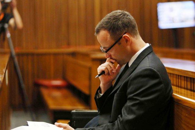 Oscar Pistorius au tribunal de Pretoria où son... (PHOTO SIPHIWE SIBEKO, AFP)