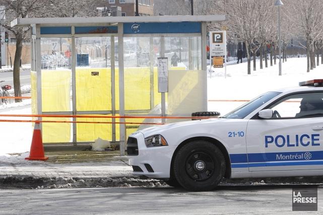 Un homme dans la mi-vingtaine a été retrouvé mort mardi matin à l'intersection... (Photo Patrick Sanfaçon, La Presse)
