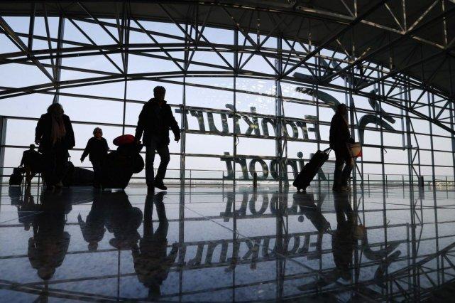 Les aéroports de Francfort (ouest) et de Munich... (Photo RALPH ORLOWSKI, Reuters)