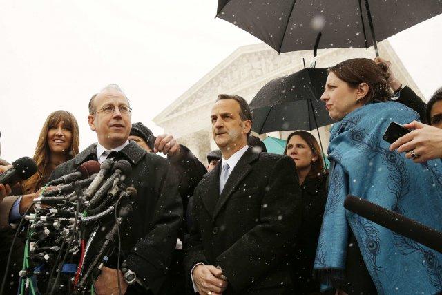 Les avocats Paul Clement et Dave Cortoman ont... (Photo Larry Downing, Reuters)
