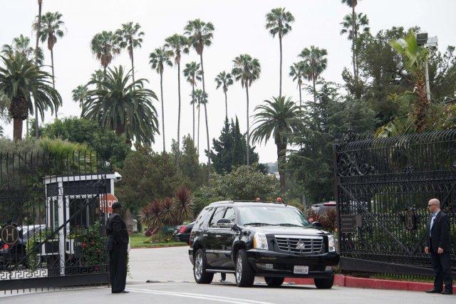 Le cimetière où avaient lieu les funérailles a... (Photo Joe Klamar, AFP)
