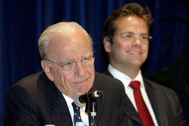 Rucper Murdoch et son fils Lachlan en 2003.... (Photo archives AFP)