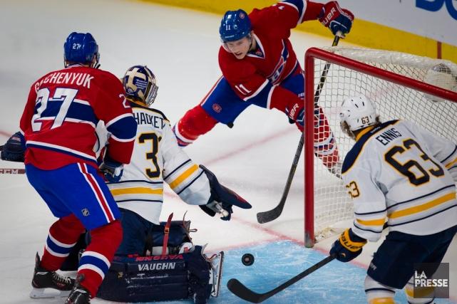 Le gardien des Sabres Matt Hackett a réalisé... (Photo André Pichette, La Presse)