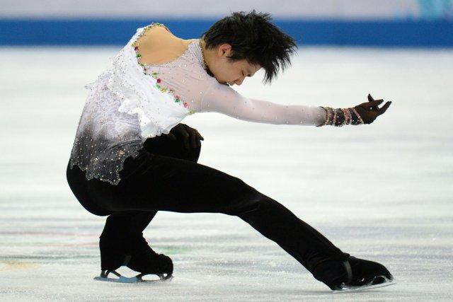 Yuzuru Hanyu sera l'un des rares médaillés olympiques... (Photo Yuri Kadobnov, AFP)