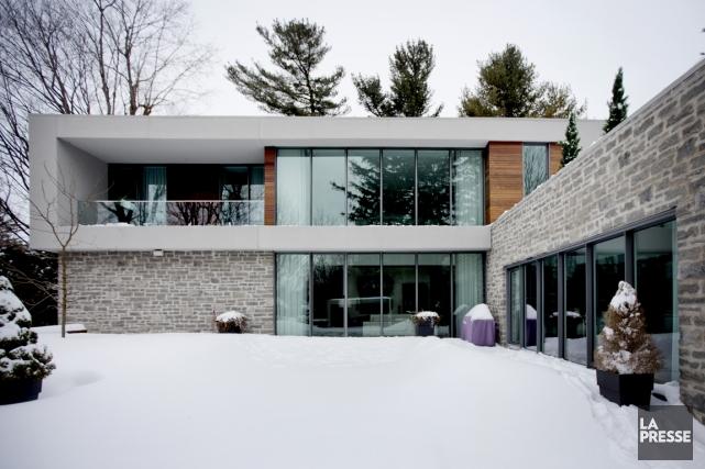 la maison des beaux malaises ouverte sur l 39 ext rieur lucie lavigne maisons. Black Bedroom Furniture Sets. Home Design Ideas