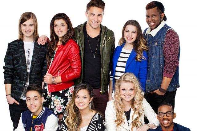 Les huit chanteurs et danseurs de l'émission Mix 4 seront à... (Photo: fournie par VRAK)