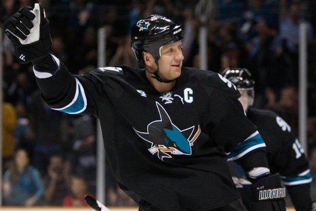 Rob Blake, alors qu'il jouait pour les Sharks... (Photo Ben Margot, archives AP)