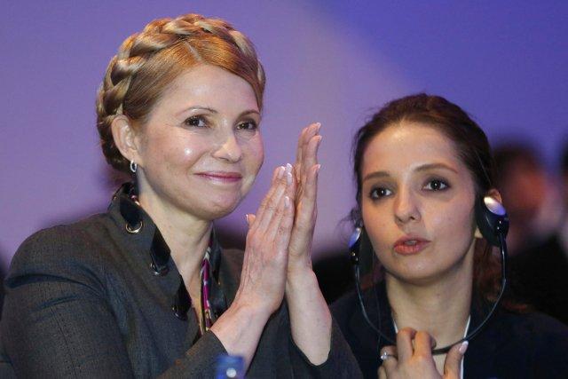 Ioulia Timochenko (à gauche) sera candidate à la... (PHOTO SUZANNE PLUNKETT, REUTERS)