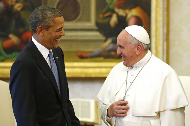 Le pape François reçoit le président américain au... (PHOTO KEVIN LAMARQUE, REUTERS)