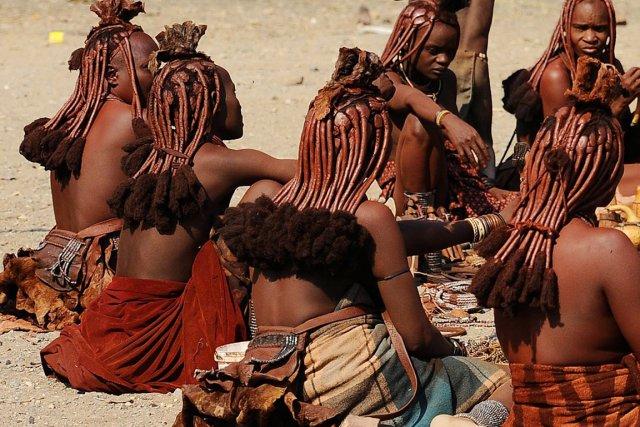 Les tribus ovahimba et ovazemba ont résisté aux... (PHOTO ARCHIVES AFP)