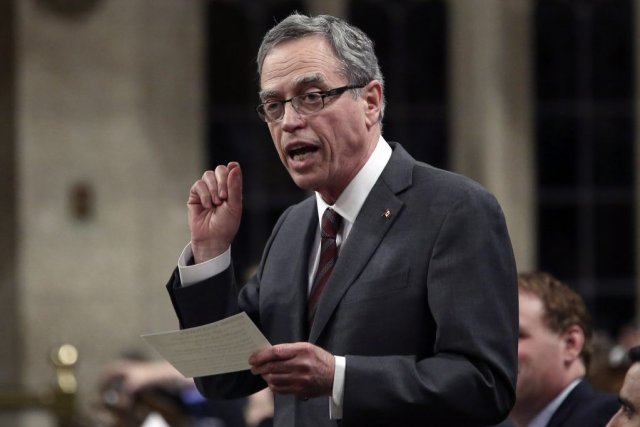 Le ministre des Finances Joe Oliver.... (PHOTO CHRIS WATTIE, REUTERS)