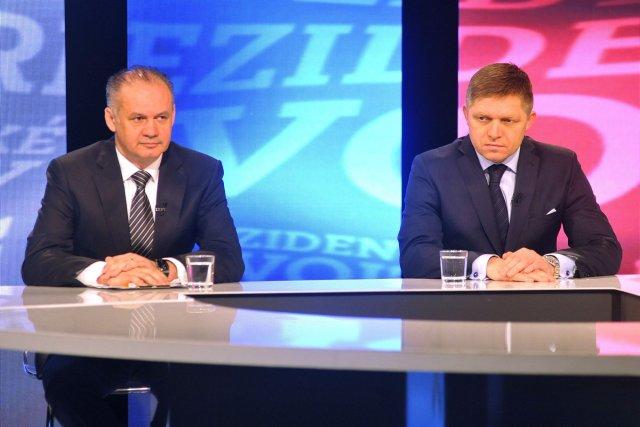 Le millionnaire devenu philanthrope Andrej Kiska (gauche) et... (Photo Jan Koller, AP)