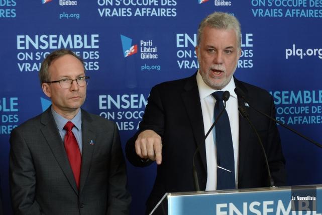 Le candidat libéral Martin Coîteux (à gauche sur... (ARCHIVES, Le Nouvelliste)