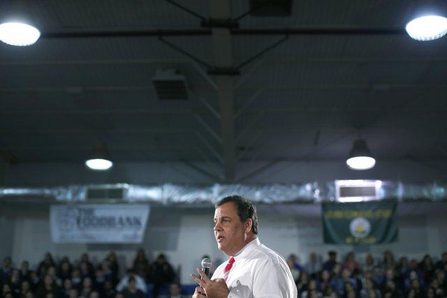 Le gouverneur Christie prend la parole devant des... (PHOTO MIKE SEGAR, REUTERS)