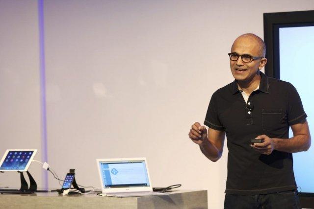 Le directeur général deMicrosoft Satya Nadella aprésenté jeudi,... (PHOTO ROBERT GALBRAITH, REUTERS)