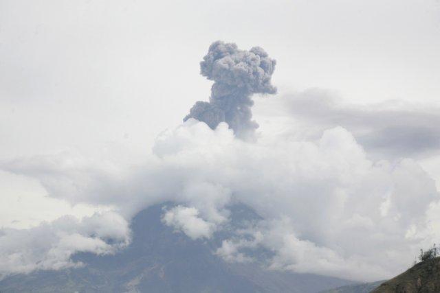 Le volcan Tungurahua (un nom qui signifie «gorge... (Photo REUTERS)