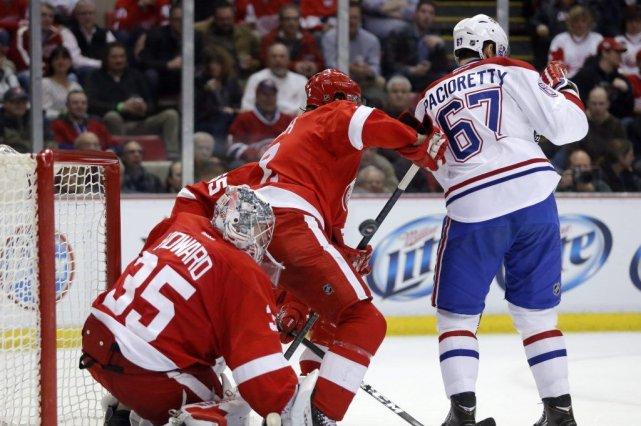 Le gardien Jimmy Howard, des Red Wings, n'a... (PHOTO DUANE BURLESON, AP)
