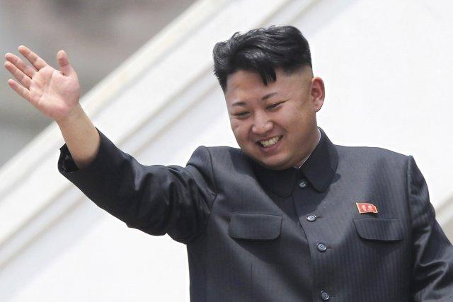 Kim Jong-un, lors d'un défilé militaire en 2013.... (PHOTO WONG MAYE-E, ARCHIVES AP)